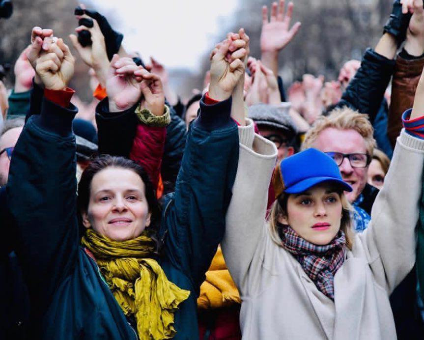 ماریون کوتیار، اوما تورمن و ژولیت بینوش در جمع معترضان