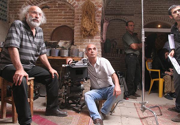 کیانوش و داریوش عیاری در پشت صحنه فیلم خانه پدری