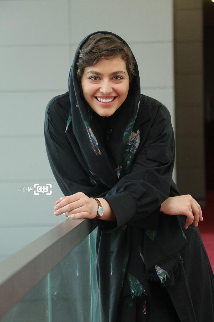عکس ریحانه پارسا در روز دوم سی و هفتمین جشنواره جهانی فیلم فجر