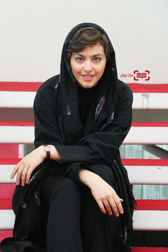 عکس های ریحانه پارسا در روز دوم سی و هفتمین جشنواره جهانی فیلم فجر