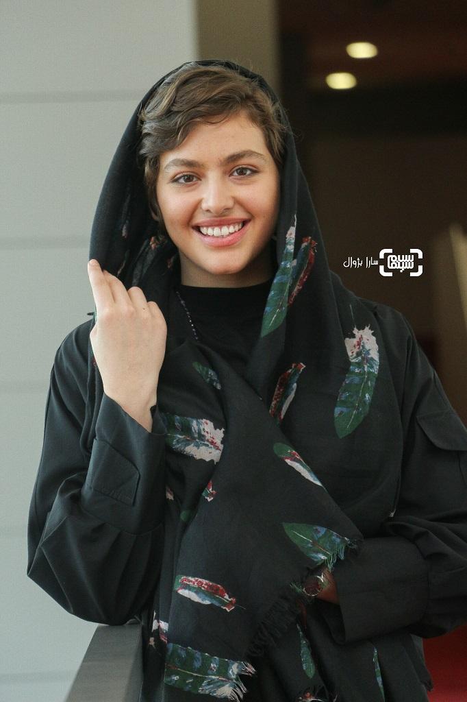 عکس های ریحانه پارسا در سی و هفتمین جشنواره جهانی فیلم فجر