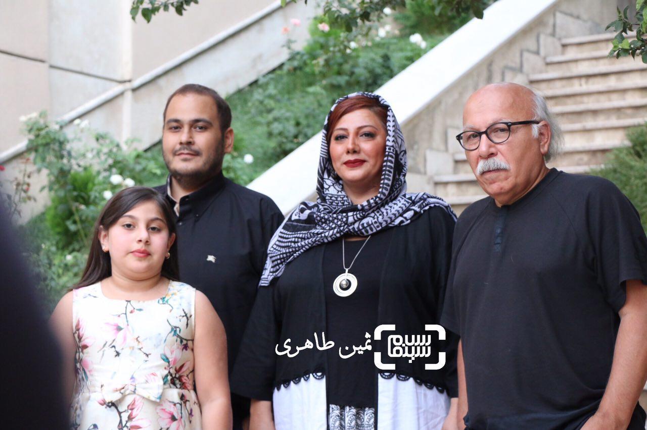 علیرضا داودنژاد در کنار دختر و پسر و نوه اش