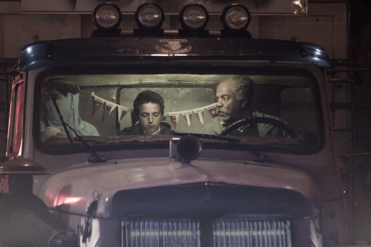 سعید آقاخانی در نمایی از فیلم کامیون