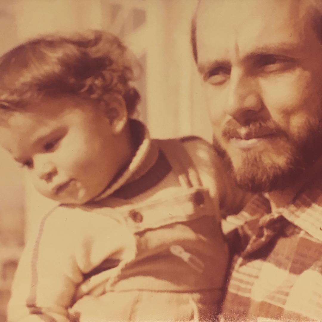 عکسی قدیمی از سحر دولتشاهی و پدرش