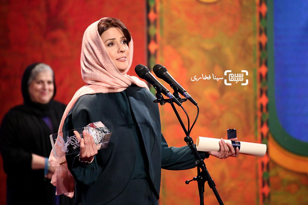 سارا بهرامی برنده سیمرغ بلورین بهترین بازیگر زن برای «دارکوب»  در سی و ششمین جشنواره فیلم فجر