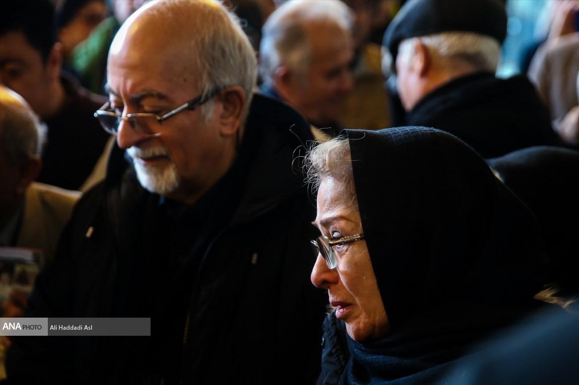 عروس و پسر شهلا ریاحی در مراسم تشییع پیکرش