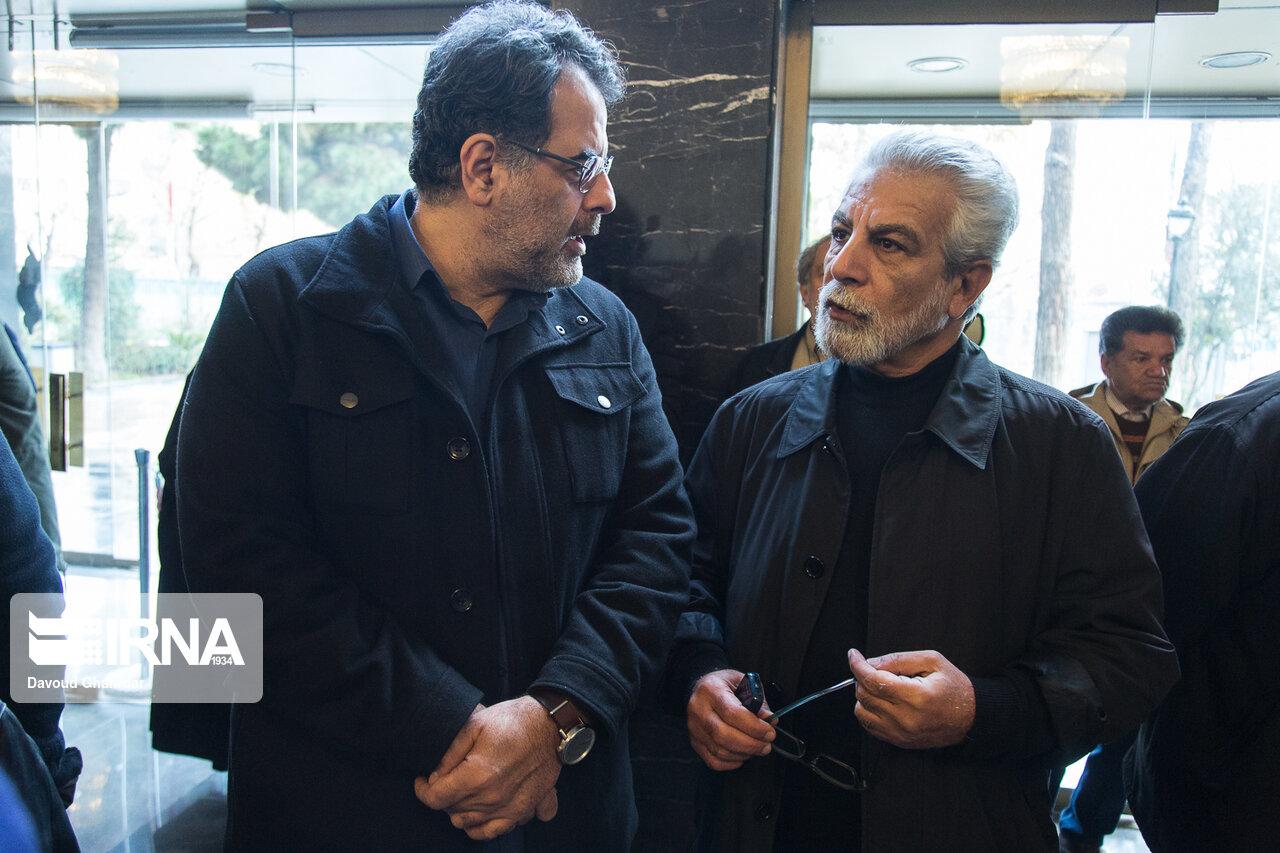 محسن امیریوسفی و منوچهر شاهسواری در مراسم تشییع پیکر زنده یاد شهلا ریاحی