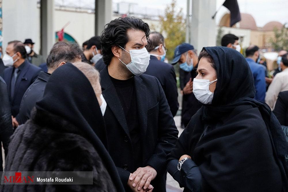 سحر دولتشاهی و سهراب پورناظری در مراسم اقامه نماز بر پیکر محمدرضا شجریان