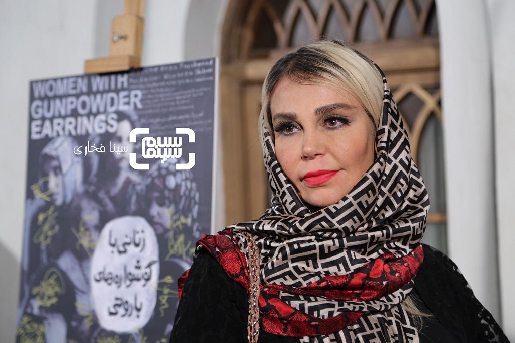 اکران مستند زنانی با گوشواره های باروتی